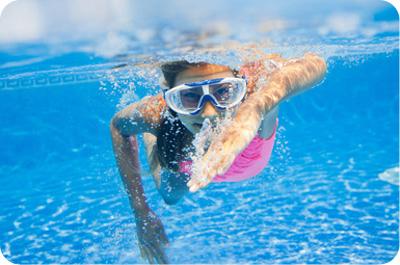 fille-nage-piscine.jpg